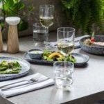 stekleni in kameni krožniki, servirne deske